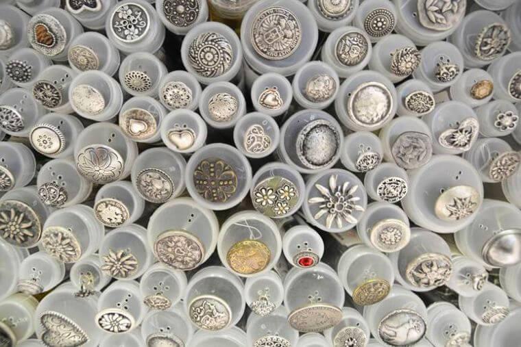 silberne Metallknöpfe von Der Stoffladen